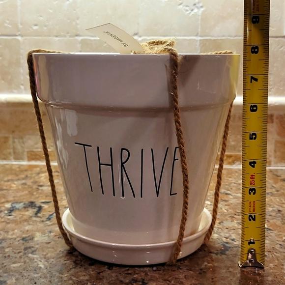 """Rae Dunn """"Thrive"""" flower pot"""